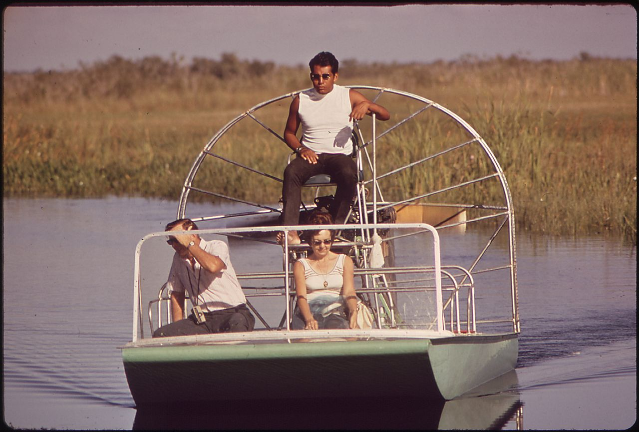 1280px-AIR_BOAT_FOR_TOURISTS_ALONG_TAMIAMI_TRAIL_THROUGH_EVERGLADES_-_NARA_-_544534